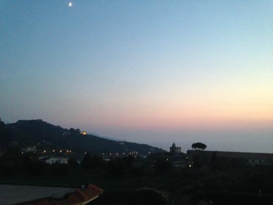 Hotel La Primavera: Vista dal terrazzino della camera al tramonto