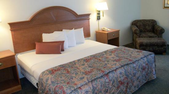 Americas Best Value Inn Moline: Guest Room