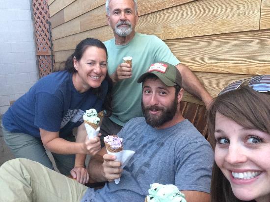 Espresso West: Great Ice cream on waffle cones!