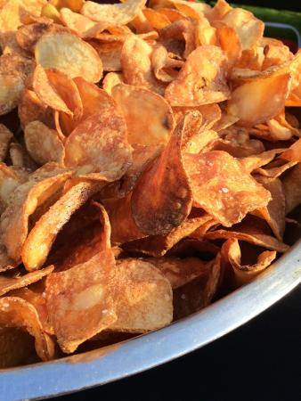 Damon's Sports Bar & Grill: Fresh & Crisp! House made chips