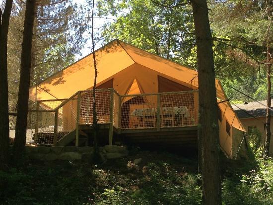 Camping le Montagnou : tentes safari