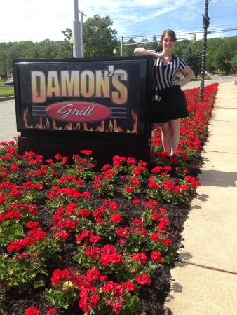 Damon's Sports Bar & Grill