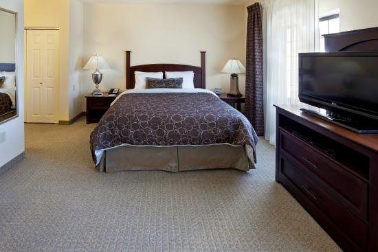 Staybridge Suites Austin NW : Wake up fully rested in one of our various suite layouts.
