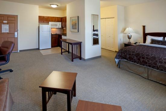Staybridge Suites Austin NW : Enjoy work, living, sleeping, and kitchen spaces in all of our suites.