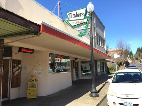 Timbers Restaurant & Lounge: View from the street
