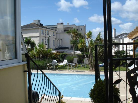 Riviera Lodge Hotel Torquay: By the pool