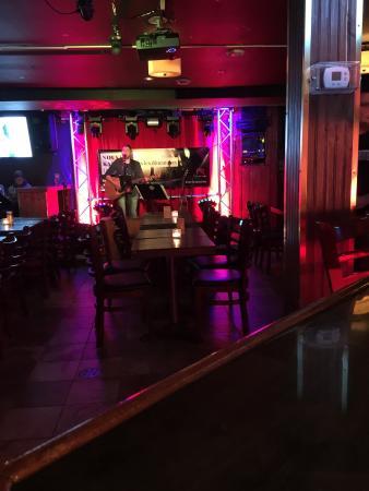 Rideau Rouge, Boite a Chansons et Burger Shop