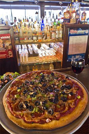 The Quarter Bar & Grill: pizza