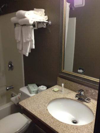 Super 8 By Wyndham Freeport Brunswick Area: Bathroom Sink U0026 Tub Drained  Slow