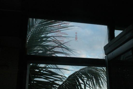 Le Bamboo Hotel & Restaurant: the bathroom window