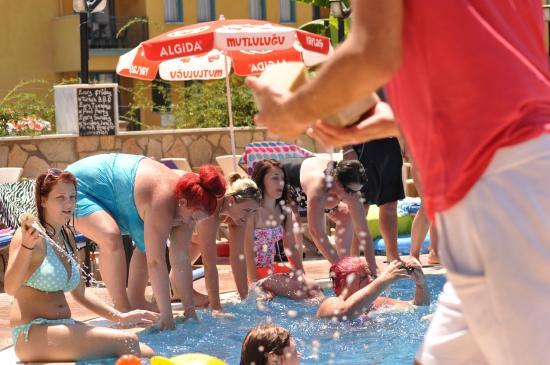 Apart Green Park: pool
