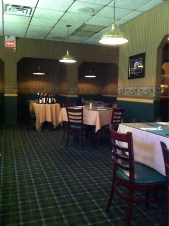 Dining room with private alcoves picture of tally ho inn for Best private dining rooms nj