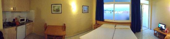 Hotel Estudios Tropicana: camera