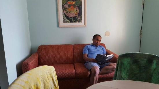 Casablanca Oceanside Inn: The sofa near the porch area