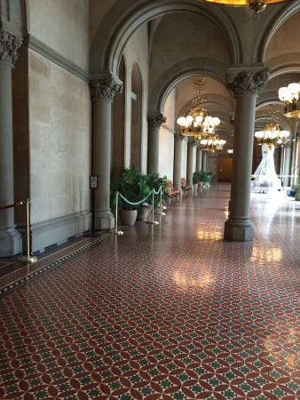 New York State Capitol: Amazing! Great historical site, well done for tourists with audio guides you can use on your pho