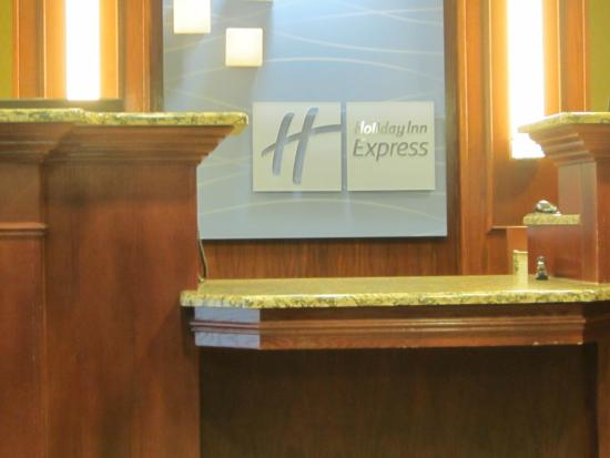 Holiday Inn Express Hotel & Suites Hinton: Front desk