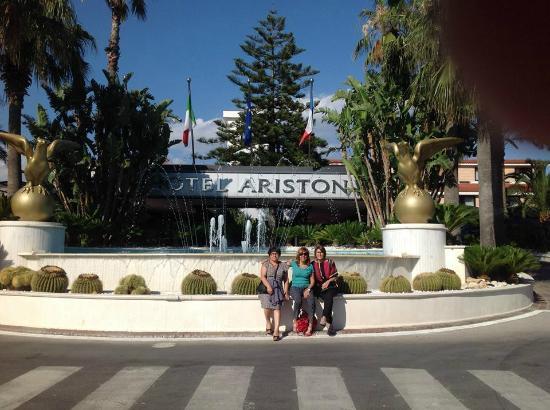 L 39 esterno foto di hotel ariston paestum tripadvisor for Hotel ariston paestum