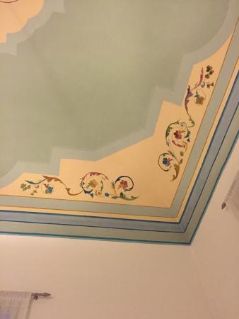 Soffitti decorati e vista eccellente tutto con musica jazz di sottofondo che allieta il tutto - Soffitti decorati ...