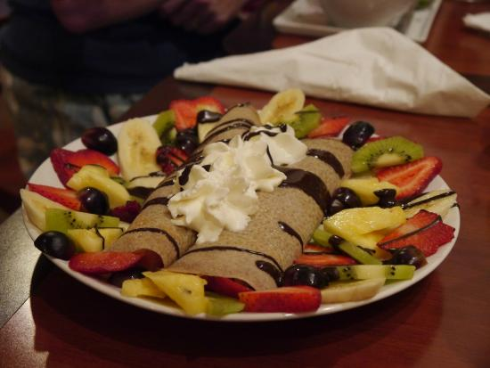 Cafe Chocolate of Lititz: Wholewheat pancakes with chocolate and fruit...