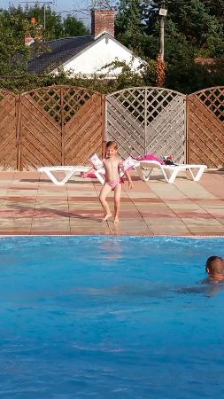Camping Le Marais Neuf : Ici on peut apprendre à nager et à plonger en toute tranquillité !