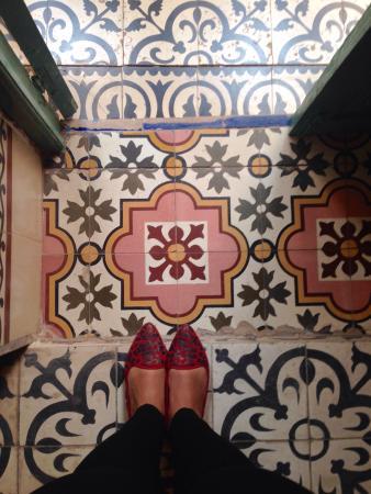 Riad Dar Mchicha: Admirada com o piso deste quarto confortável