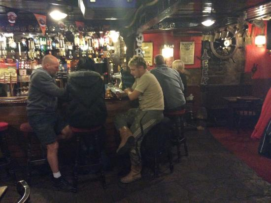 Smugglers Den Public House: Great friendly locals