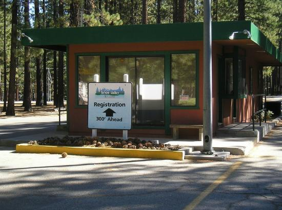 Tahoe Valley Campground: Entrance
