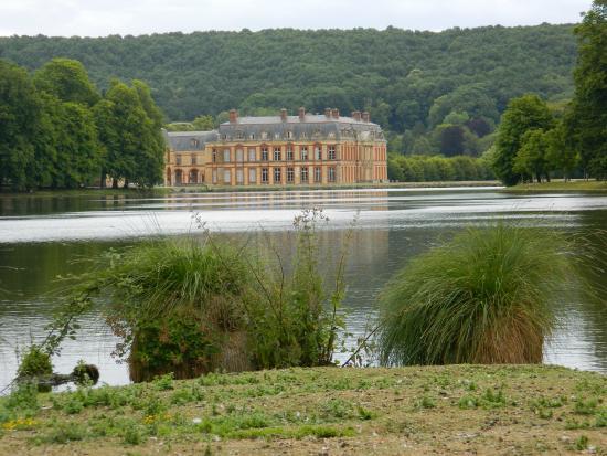 Ch teau vu du parc picture of chateau dampierre for Parc des yvelines