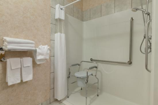 Days Inn & Conference Centre - Penticton : One Queen Accessible Washroom