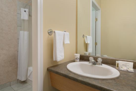 Days Inn & Conference Centre - Penticton : Room Amenities