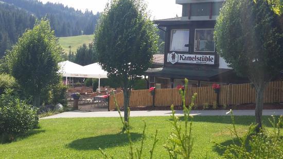 Jungholz, Österreich: Eingang mit Sonnenterasse