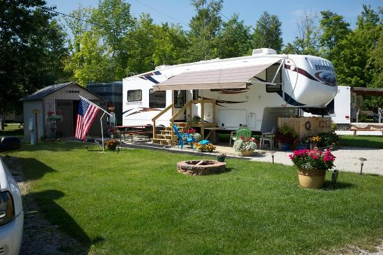 Tranquil Timbers Camping Resort: RV Site