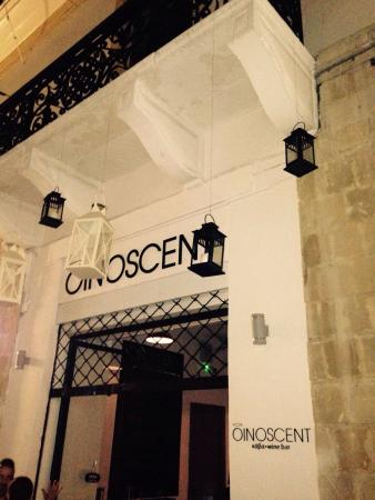 Oinoscent