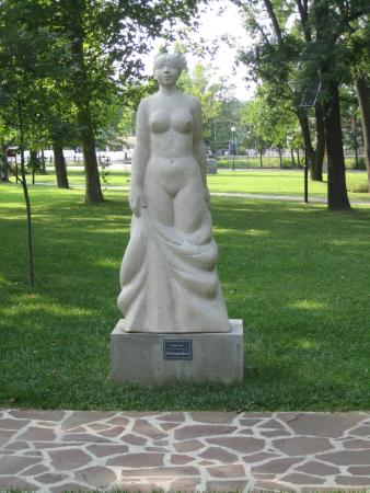 Balatonalmadi, Hungría: One of the many fab statues