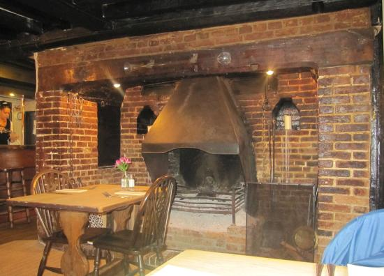 The Queen's Head: Open Fireplace