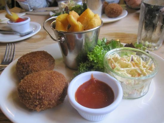 The Queen's Head: Crab Cakes