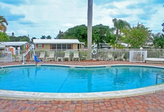 Fort myers beach rv resort updated 2018 campground for Rooms to go kids fort myers