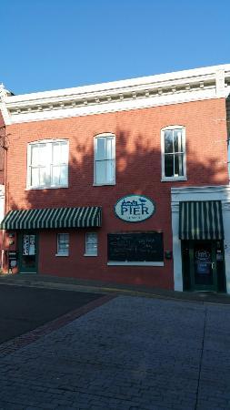 Davis Street Pier Seafood Hut