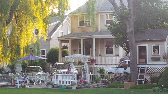 Harbor Gardens: .