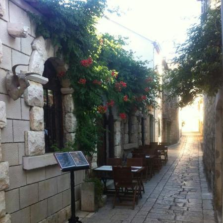 Stari Grad, Kroasia: Konoba Batana