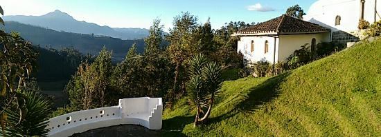 Casa Mojanda: Buildings and landscape