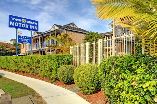 Town Beach Motor Inn: Front of TBMI