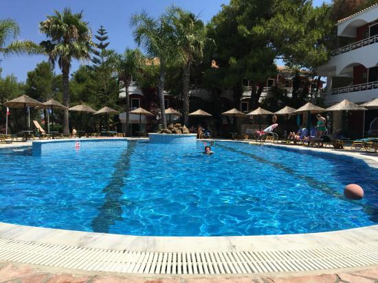 Vasilikos Beach Hotel: piscina