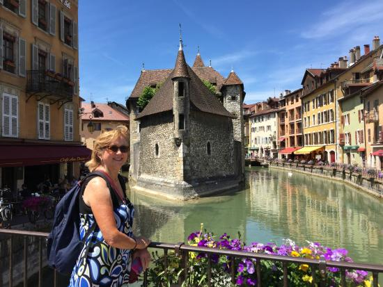 La Maison des Pins : touring in the town of Lake Annecy