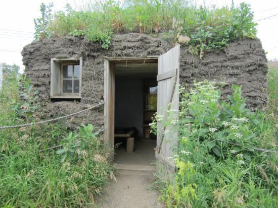 Laura Ingalls Wilder Museum: Dugout replica