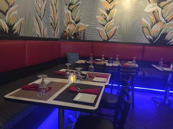 Fusion Restaurant Bar Cozy Dining Area