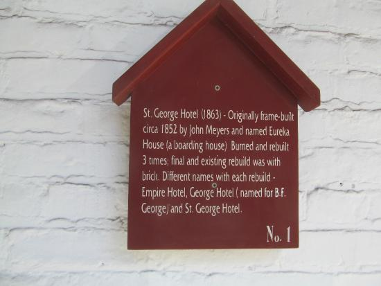 St. George Hotel: plaque at entrance of hotel