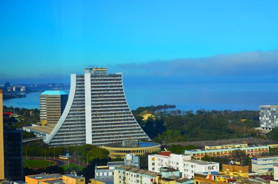Everest Porto Alegre Hotel: レストランより