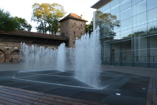 Hotel Garni Probst: Delightful fountain on the other side of the Neue Musuem a couple doors down from the hotel