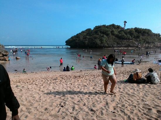 Drini Beach: Pas lagi banyak ubur ubur